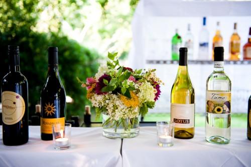 stolik z winami